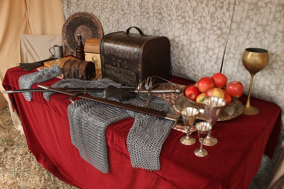 Flash fiction prompt combat corps table spokane ren faire 2018