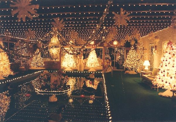 xmas95 lights flash fiction writing prompt copyright ks brooks 2
