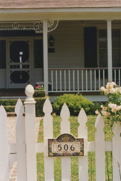 maclellanville, SC white picket fence in front of house with porch flash fiction prompt