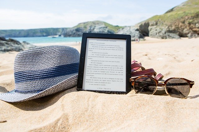 ebook at the beach ebook-3544077_640 courtesy of pixabay